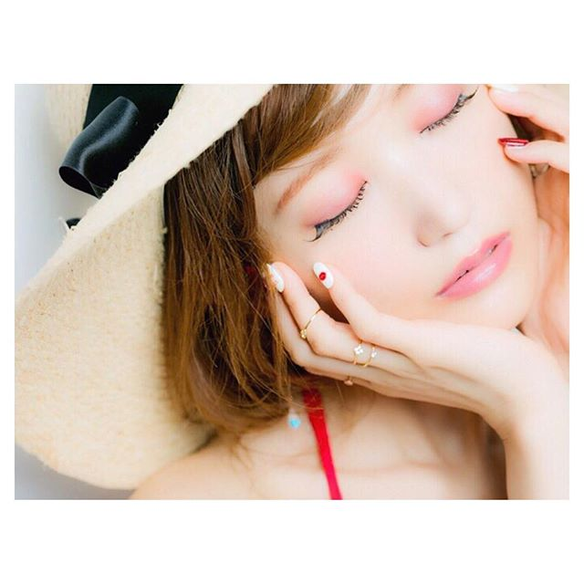 grape-eyeshadow